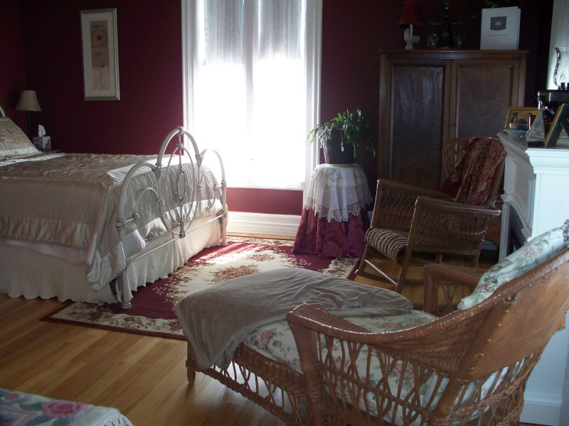 Burgandy room 3